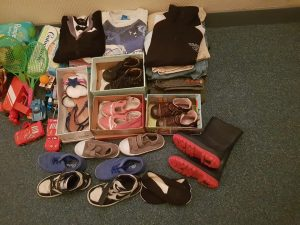 Chaussures, jouets, enfants, couches, orphelinat, dons